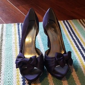 Purple satin heels with bow